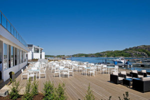 Outdoor bar and restaurant situated right on the water